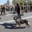 Ribelli filorussi umiliano prigionieri facendoli sfilare in piazza a Donetsk06