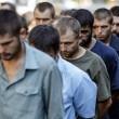 Ribelli filorussi umiliano prigionieri facendoli sfilare in piazza a Donetsk08