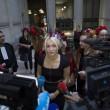 Femen multate per aver suonato le campane di Notre Dame a seno nudo08