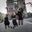 Femen multate per aver suonato le campane di Notre Dame a seno nudo02