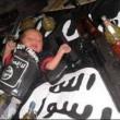 Isis: neonato tra pistole, granate e kalashnikov (FOTO)