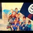 Bambini con la bandiera dell'Isis. Nel cerchietto Erion Zena,