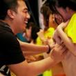 Pornostar giapponesi si fanno toccare le tette per beneficenza (VIDEO)