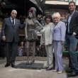 Amy Winehouse, svelata a Londra la statua di bronzo a lei dedicata03