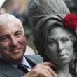 Amy Winehouse, svelata a Londra la statua di bronzo a lei dedicata02