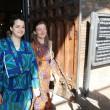 Rebecca Hetherington ed Eleonora Tadolini sono la prima coppia ad avere presentato la documentazione per iscrivere il loro matrimonio, celebrato all'estero, nell'archivio di stato civile di Bologna3