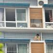 Cina, si nasconde sotto al balcone dell'11 piano per non fare i compiti01