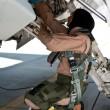 Mariam Al Mansouri, la donna pilota che bombarda quelli dell'Isis04