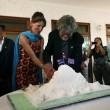 Reinhold Messner compie 70 anni: festeggia con un falò in montagna