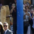Venezia, striscione accoglie Clooney in comune02
