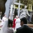 Papa Francesco sposa 20 coppie di Roma, anche conviventi e con figli 05