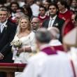 Papa Francesco sposa 20 coppie di Roma, anche conviventi e con figli 03