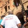 Matteo Renzi contestato all'Ilva di Taranto da operai e ambientalisti02