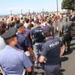 Matteo Renzi contestato all'Ilva di Taranto da operai e ambientalisti04