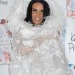 Katie Price sexy fata bianca in calze a rete e giarrettiere18