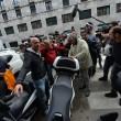 """Beppe Grillo a Genova, contestato dagli """"angeli del fango"""": """"Vieni a spalare"""" 014"""