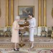 Angelina Jolie riceve titolo Dama di Gran Croce dalla Regina Elisabetta10