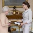 Angelina Jolie riceve titolo Dama di Gran Croce dalla Regina Elisabetta01