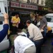 granchi scappati dal suv: cinesi li raccolgono anche se c'è il coccodrillo FOTO3