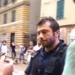 """Genova, il poliziotto all'angelo del fango: """"Mantieni le distanze o ti arresto"""" 03"""