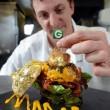 Hamburger più caro del mondo: 1400€. Fatto con manzo Kobe, astice e foglia d'oro 01