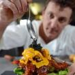 Hamburger più caro del mondo: 1400€. Fatto con manzo Kobe, astice e foglia d'oro 03