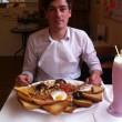 Hibernator, mega colazione: 3kg, 8000 calorie. Se la finisci vinci 100 £ FOTO5