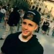 Justin Bieber senza casco in motorino a Firenze02