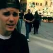 Justin Bieber senza casco in motorino a Firenze05