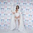 Katie Price sexy fata bianca in calze a rete e giarrettiere13