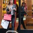 Belen Rodriguez, shopping da Moschino a Milano01