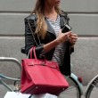 Belen Rodriguez, shopping da Moschino a Milano03