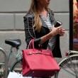 Belen Rodriguez, shopping da Moschino a Milano04