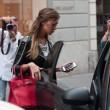 Belen Rodriguez, shopping da Moschino a Milano05
