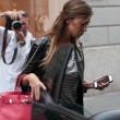 Belen Rodriguez, shopping da Moschino a Milano07