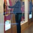 Belen Rodriguez, shopping da Moschino a Milano10