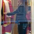 Belen Rodriguez, shopping da Moschino a Milano11