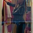 Belen Rodriguez, shopping da Moschino a Milano14