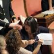 M5S, barricate in Senato e monetine sul governo. Voto a rischio slittamento05
