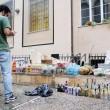 """Genova, il poliziotto all'angelo del fango: """"Mantieni le distanze o ti arresto02"""
