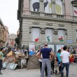 """Genova, il poliziotto all'angelo del fango: """"Mantieni le distanze o ti arresto06"""