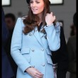 Kate Middleton incita al quarto mese, in Galles con William: il pancino cresce FOTO07