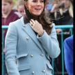 Kate Middleton incita al quarto mese, in Galles con William: il pancino cresce FOTO04