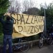 Bologna, Salvini al campo nomadi: tensioni tra leghisti e antagonisti FOTO 2