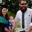 Jacci Sharkey, giovane mamma, allatta alla laurea FOTO 4