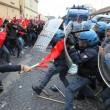 Napoli, scontri davanti Città scienza a Bagnoli: sassi contro polizia10