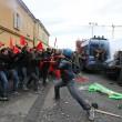 Napoli, scontri davanti Città scienza a Bagnoli: sassi contro polizia11