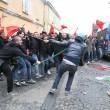 Napoli, scontri davanti Città scienza a Bagnoli: sassi contro polizia14