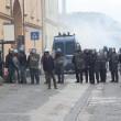 Napoli, scontri davanti Città scienza a Bagnoli: sassi contro polizia16