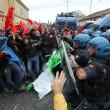 Napoli, scontri davanti Città scienza a Bagnoli: sassi contro polizia18